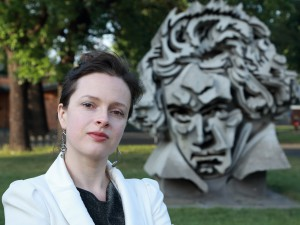 Maria-Magdalena Kaczor in front of the Beethoven monument, Beethovenhalle, Bonn (Germany)